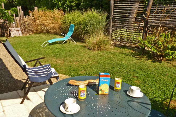 Breakfast in a studio apartment at the Hameau du Sentier des Sources