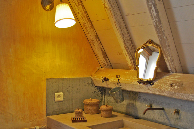 Bathroom in the Petite Borde gite in the south of France