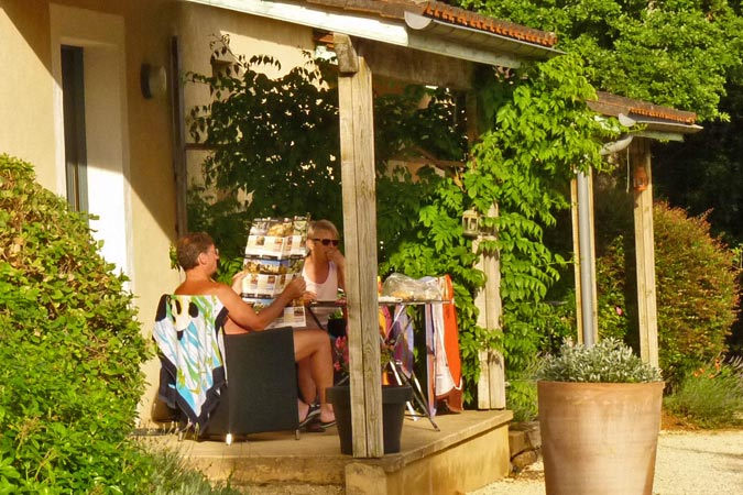Holidaymakers at an orchard studio apartment for rent, Sarlat in the Dordogne