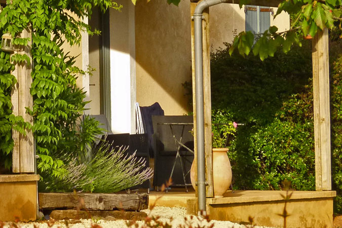 Terrace of the Abelia Orchard studio apartment, holiday rental, Sarlat in the Dordogne