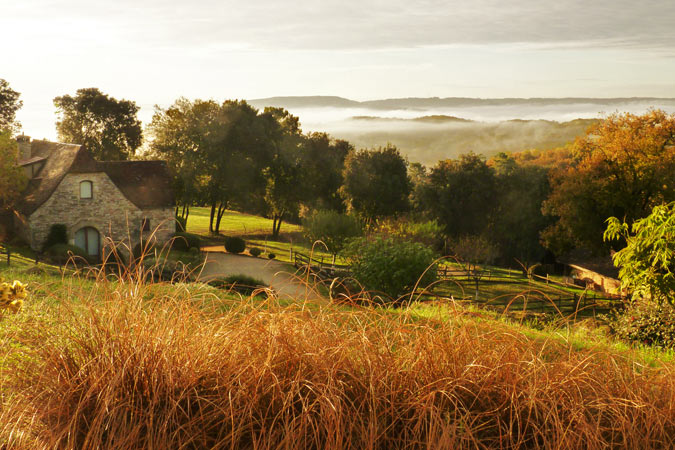 Gite with a view of mist on the Dordogne