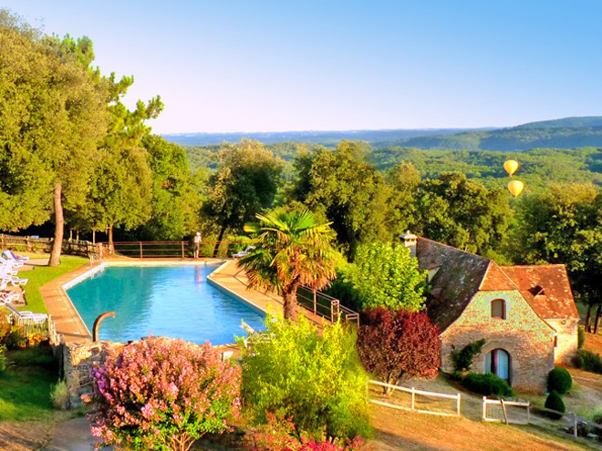 Panoramic swimming pool at Hameau du Sentier des Sources à Sarlat